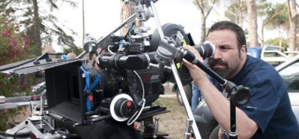 Il regista Massimiliano Bruno sul set