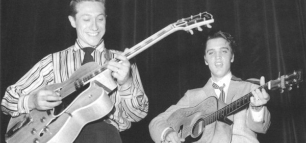 "Scotty Moore and Elvis Presley - foto da fb ""Scotty Moore's Website"""